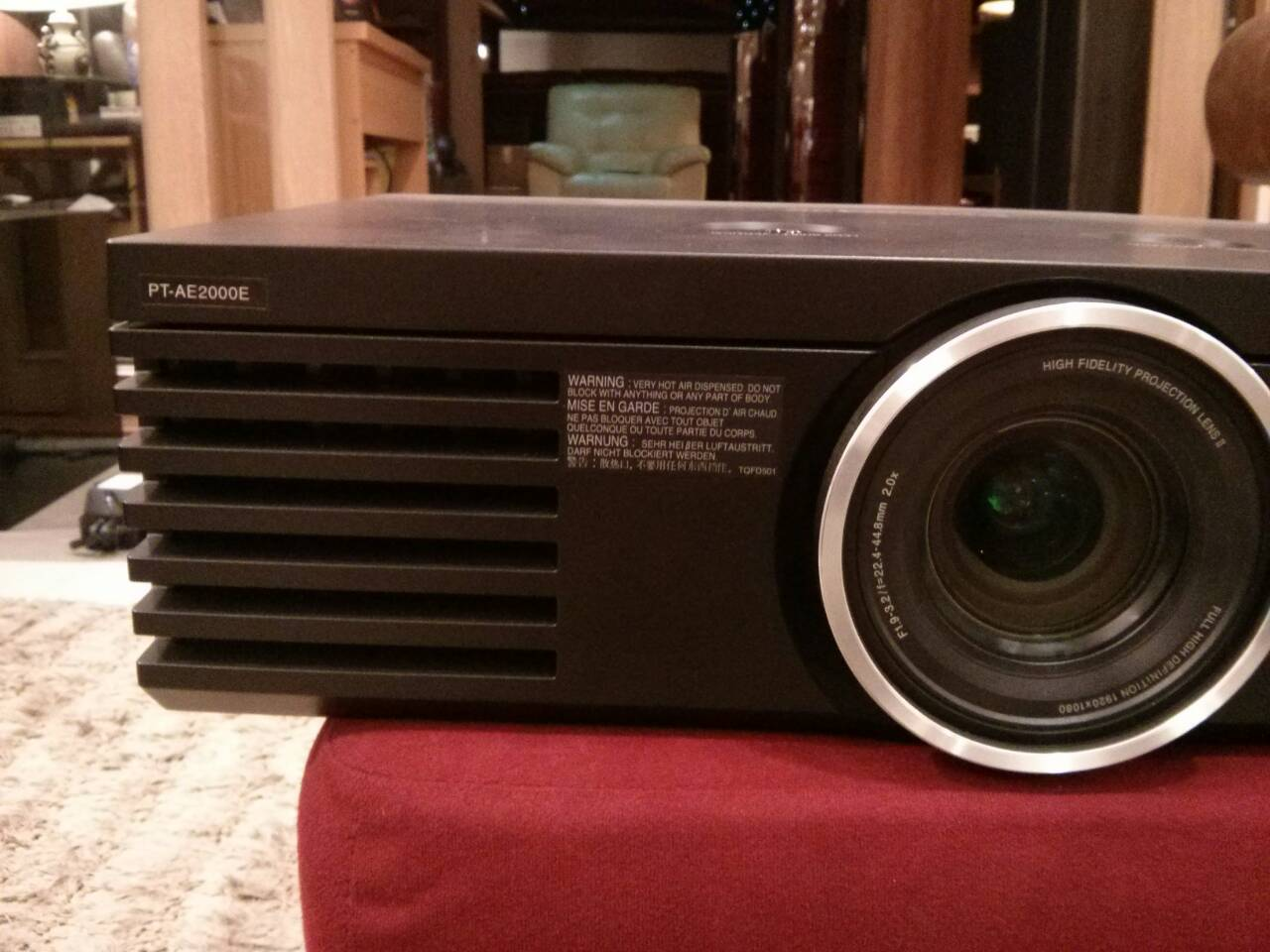 ขายโปรเจ็คเตอร์ Panasonic AE-2000 สภาพ 75% พร้อมจอ Magic Screen 90 นิ้ว Fixed